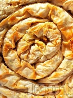 Вкусна хрупкава вита баница от готови кори със сурова настъргана тиква, орехи и галета (тиквеник) за десерт - снимка на рецептата